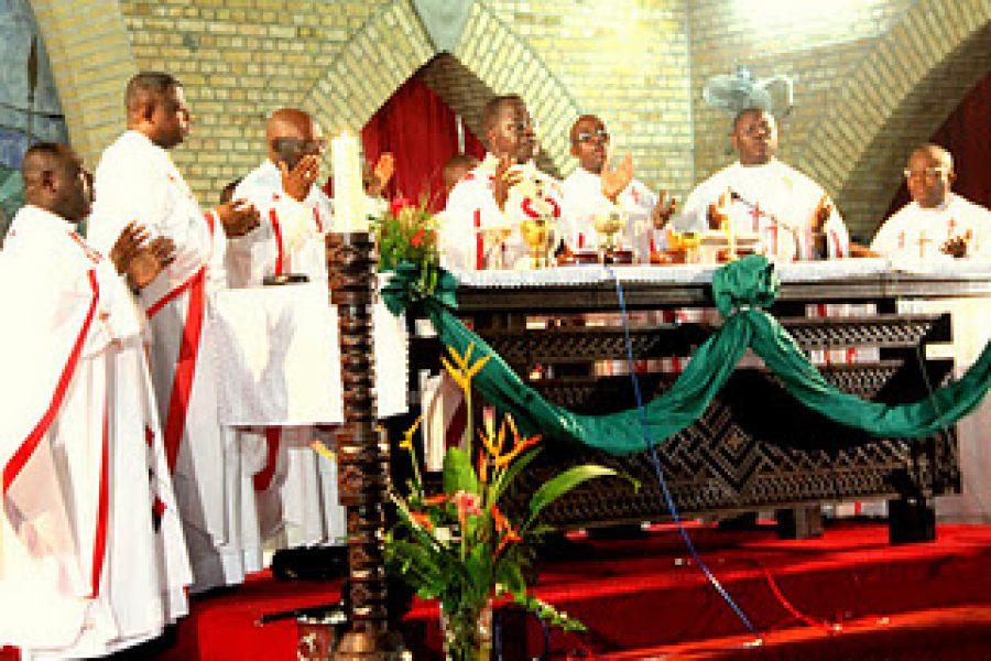 L'évêque de Mbuji-Mayi dénonce des menaces contre les prêtes catholiques