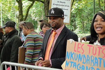Bruxelles: Des congolais manifestent devant l'ambassade du Rwanda
