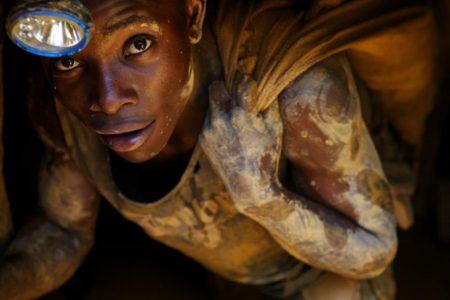 Le Coût de l'or Congolais: La Pauvreté, les abus et l'ecroulement des structures familiales et communautaires
