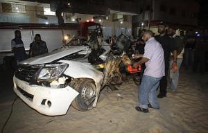 Photo de ce qui reste d'un véhicule touché par une roquette (JM Ndambi)