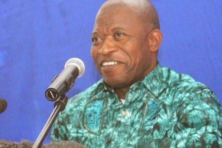 RD Congo: Le professeur André Mbata refuse l'exil