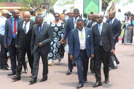 Pour que les embourgeoisés dominés dominent les Congolais(es)