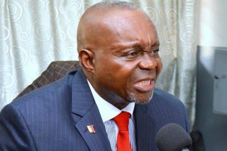 Quand les fanatiques, les applaudisseurs et les thuriféraires dictent les sujets des débats congolais
