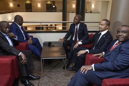 Politicards congolais, arrêtez de mentir à vos «bases assujetties, appauvries, fanatisées et soumises». Dites-leurs la vérité. Pour qui roulez-vous ?