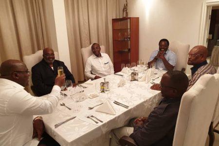 Les notes de Jean-Pierre Mbelu : Lobbies made in USA et champagne à Kinshasa