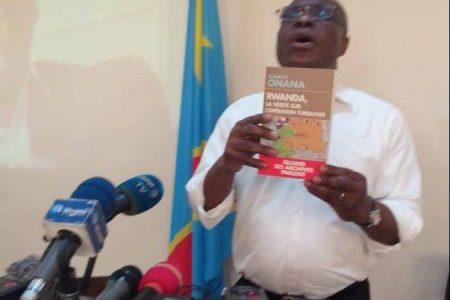 Les notes de Jean-Pierre Mbelu : Des compatriotes fanatiques sont «graves». Ils discriminent «les selfies»