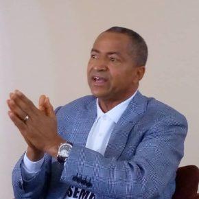 Les notes de Jean-Pierre Mbelu : Des «journalistes kongolais» humiliés ne s'en rendent pas compte. Kokamwa !